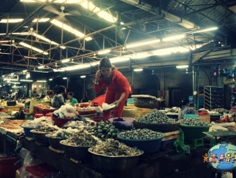 Khmer lady selling fresh seafoods at Psar Chaa - Old Market in Siem Reap